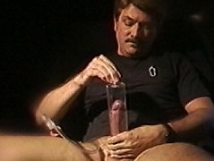 Trying out a new penis pump, this daddy make his cock swell up huge to get off